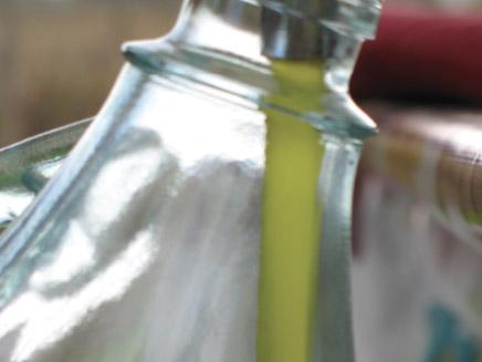 Natürlicher Toskana Wein und Oliven Suvereto